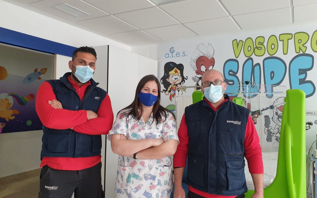 InnovaSur, junto con la Asociación ALES, amplía el servicio WiFi de varios espacios del Complejo Hospitalario de Jaén, como Oncología Infantil, para amenizar la estancia de los niños ingresados y sus familiares.